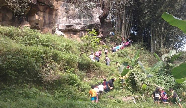 Trekking (jelajah) alam